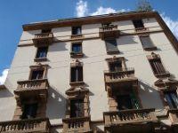 Condominio ad uso residenziale e negozi